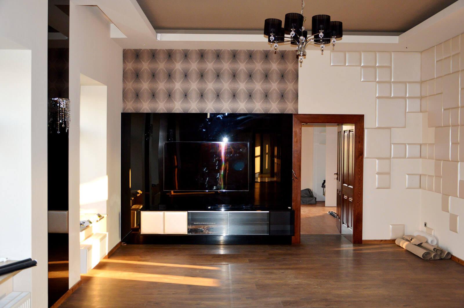 Egyedi nappali bútor gyártás üveghátlappal, fekete színben, beépített tv-vel