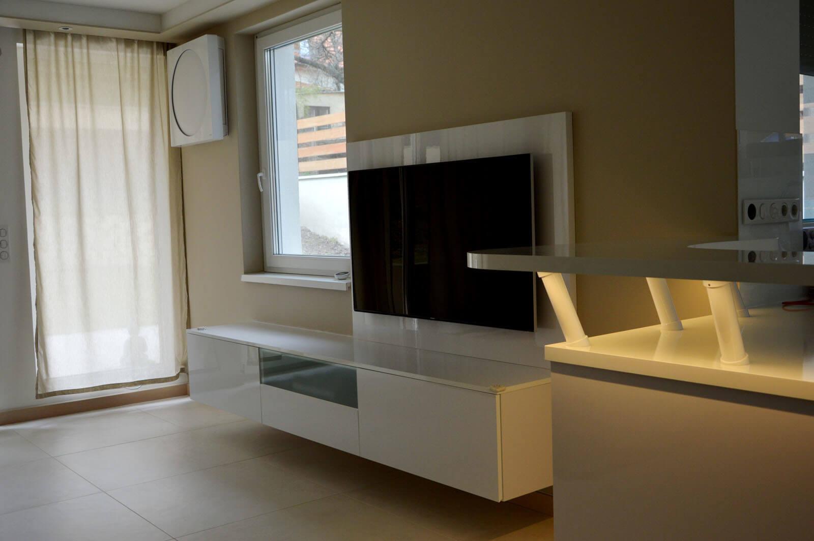 Egyedi nappali médiaszekrény készítés lebegő kivitelben, fiókokkal