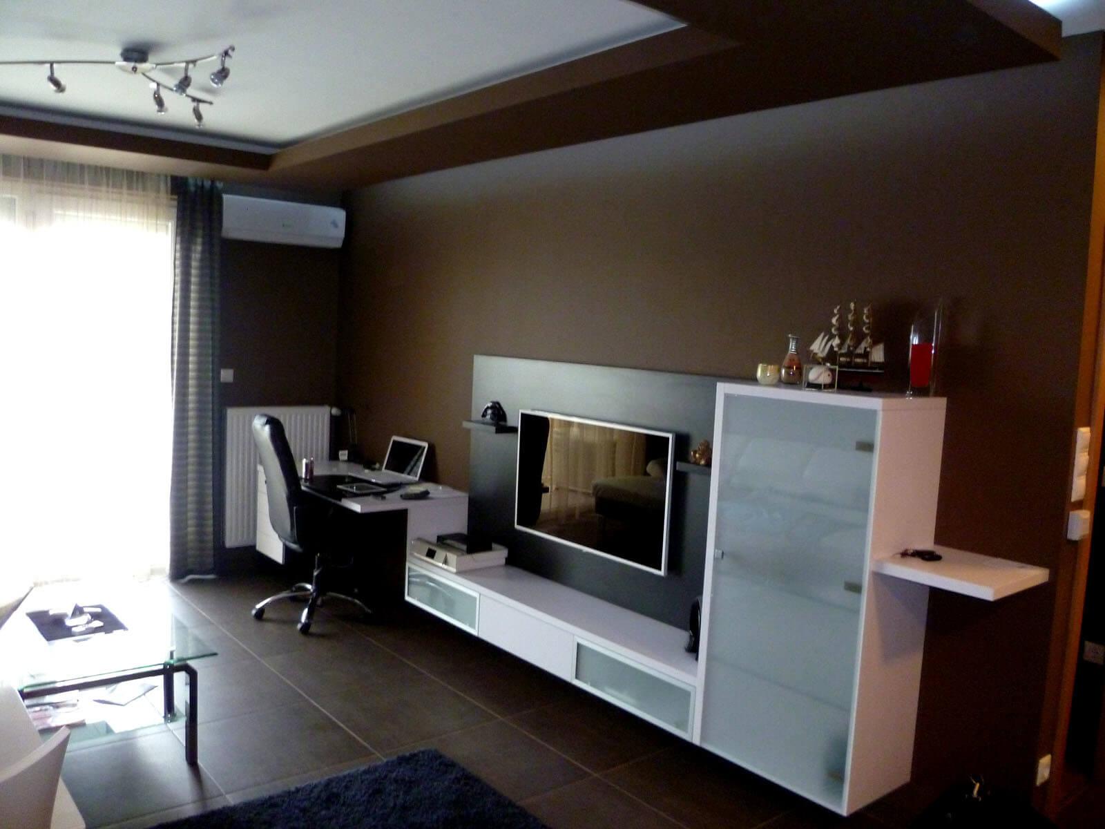 Egyedi nappali tv bútor készítés fehér színben, lebegő kivitelben