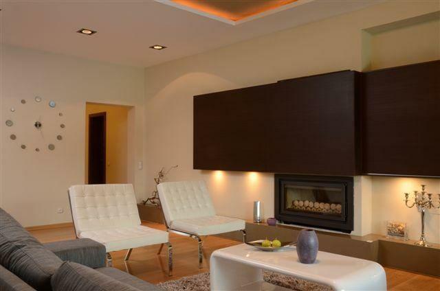 Egyedi szobabútor gyártás lebegő kivitelben, rejtett világítással, modern design dohányzóasztallal
