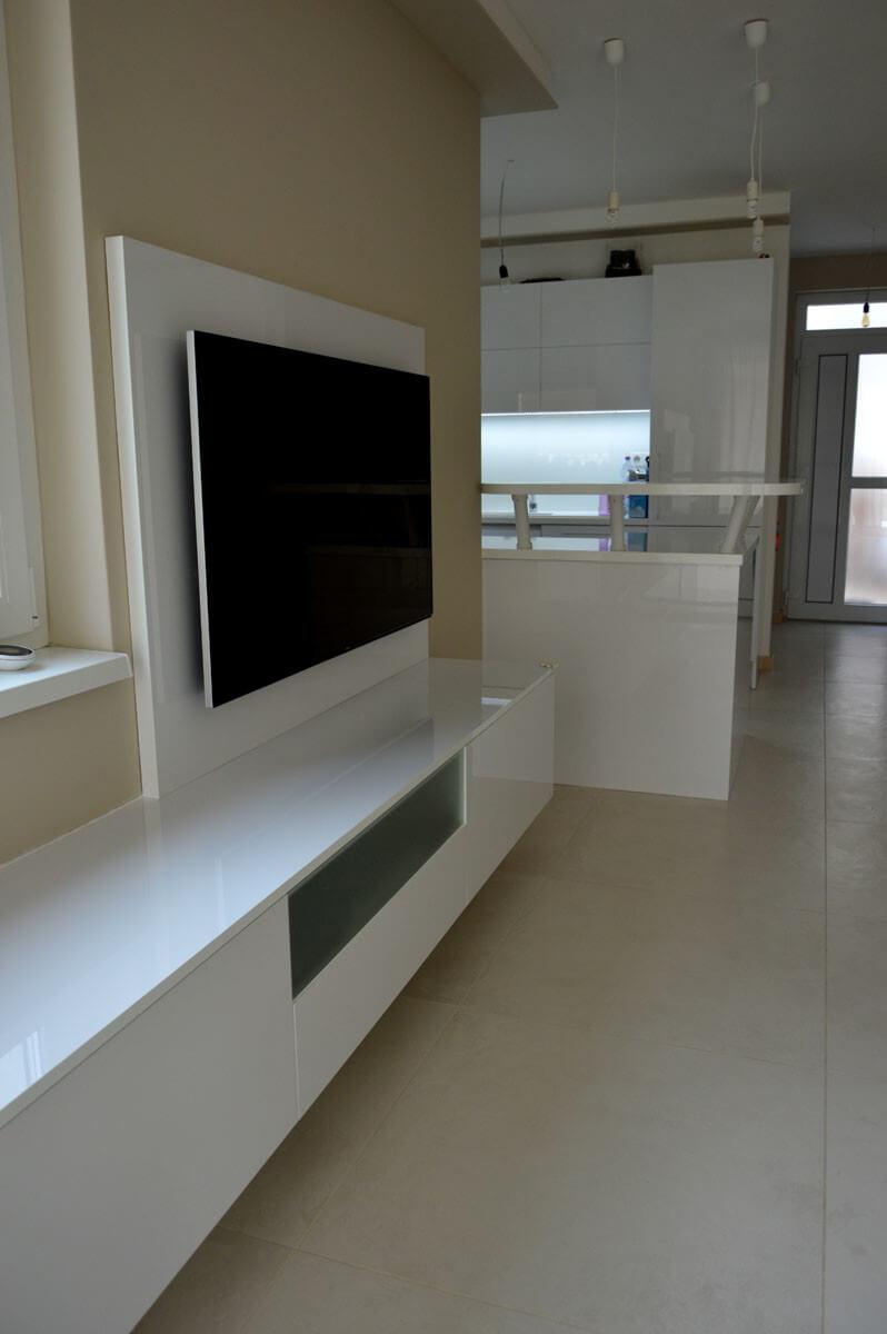 Egyedi szobabútor gyártás magasfényű akril fehér színben, fiókokkal