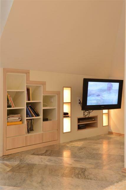 Egyedi szobabútor készítés beépítve tetőtérbe, rejtett világítással