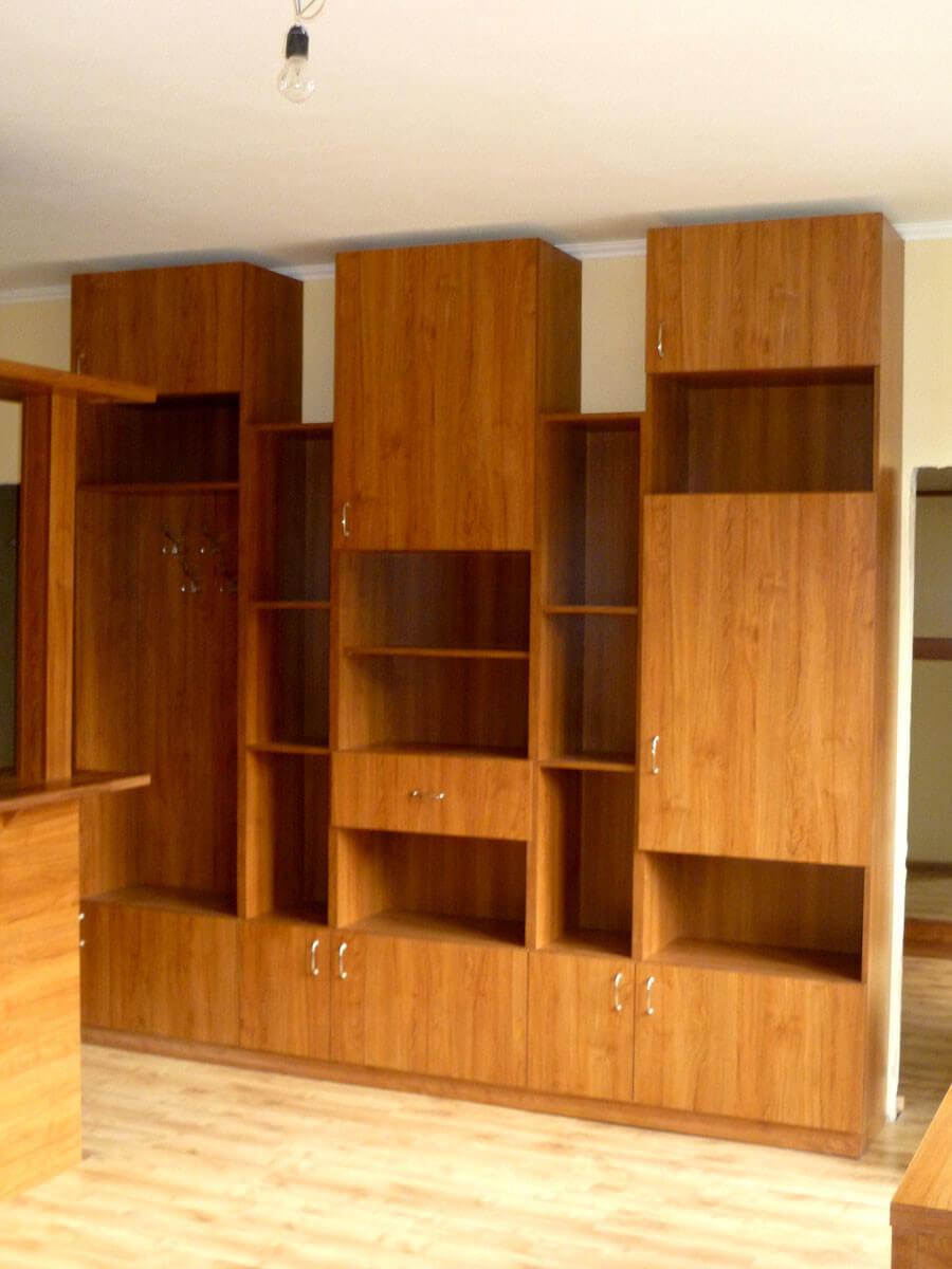 Egyedi szobabútor készítés fiókos-polcos-ajtós kivitelben
