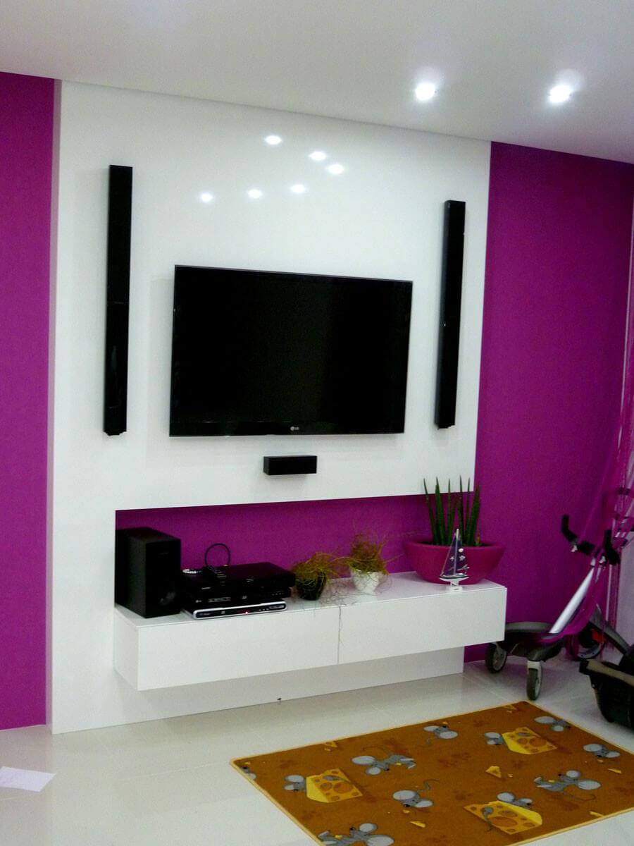 Egyedi szobabútor készítés magasfényű akril fehér-pink színben