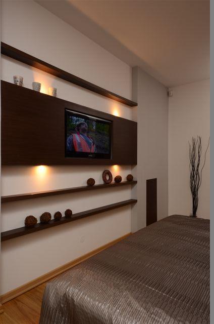 Egyedi szobabútor készítés tv burkolat lebegőpolcokkal és rejtett világítással