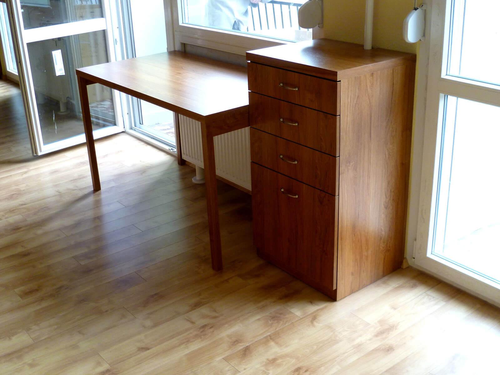 Egyedi szobabútorba épített íróasztal gyártás