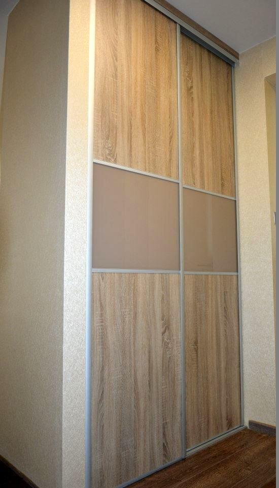 Egyedi tolóajtós szobabútor készítés üveg betéttel