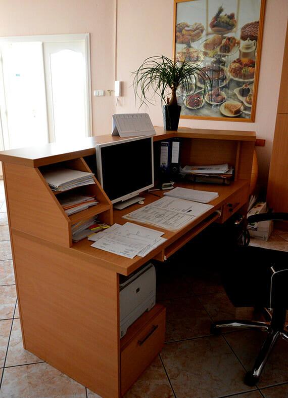 egyedi-irodabutor-keszites