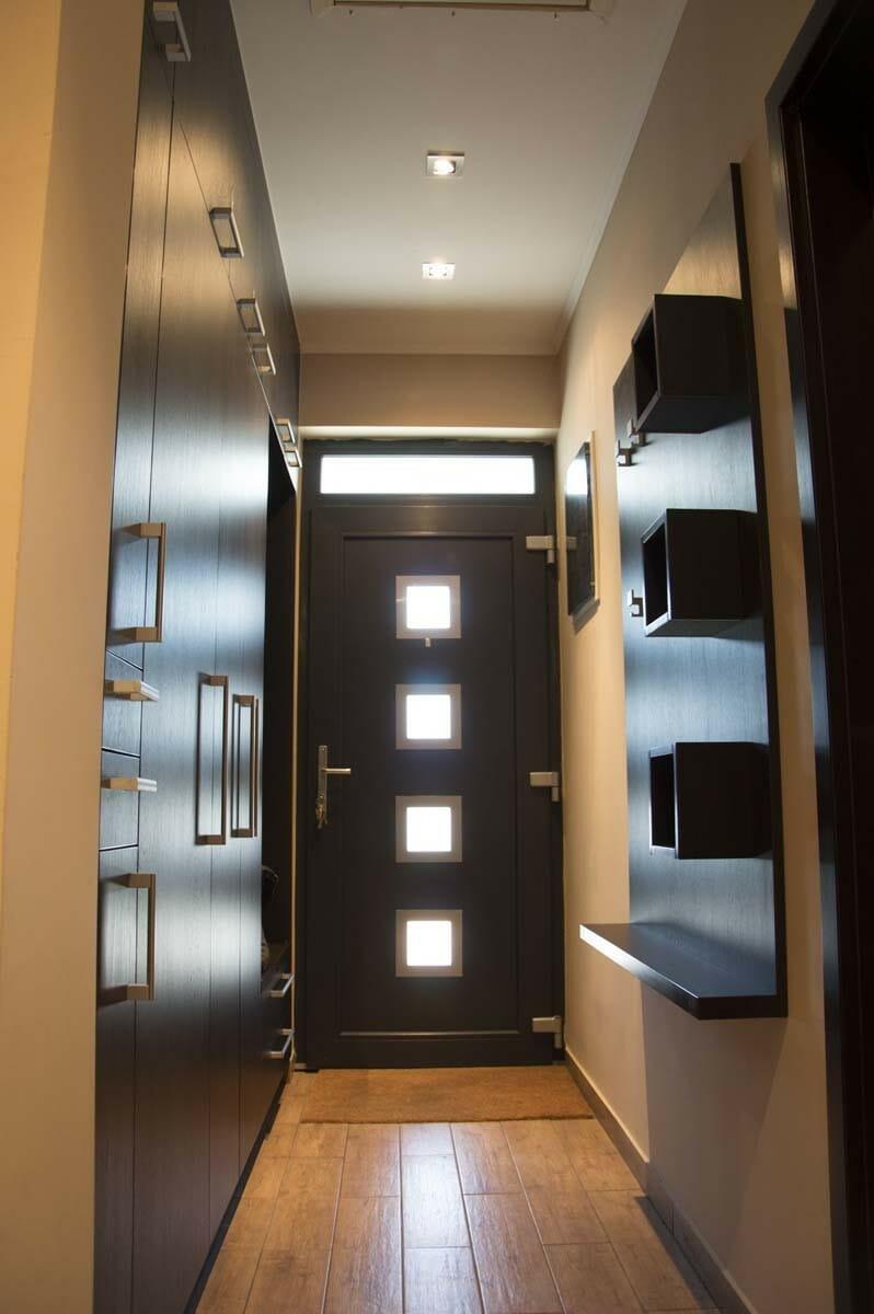 Egyedi előszobai beépített szekrény fali polcos - akasztós elemmel