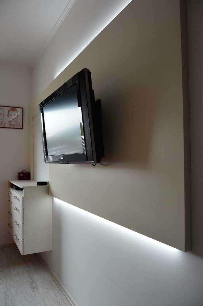Egyedi hálószoba bútor készítés rejtett LED világítással, falburkolattal