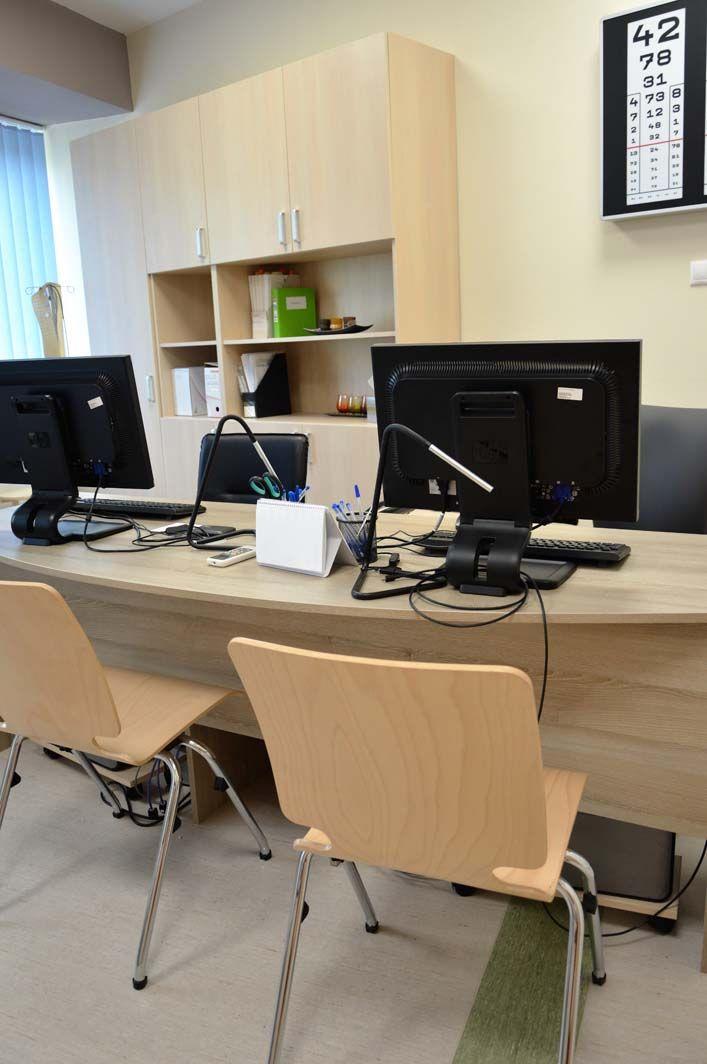 Egyedi irodai irattároló szekrény és íróasztal készítés