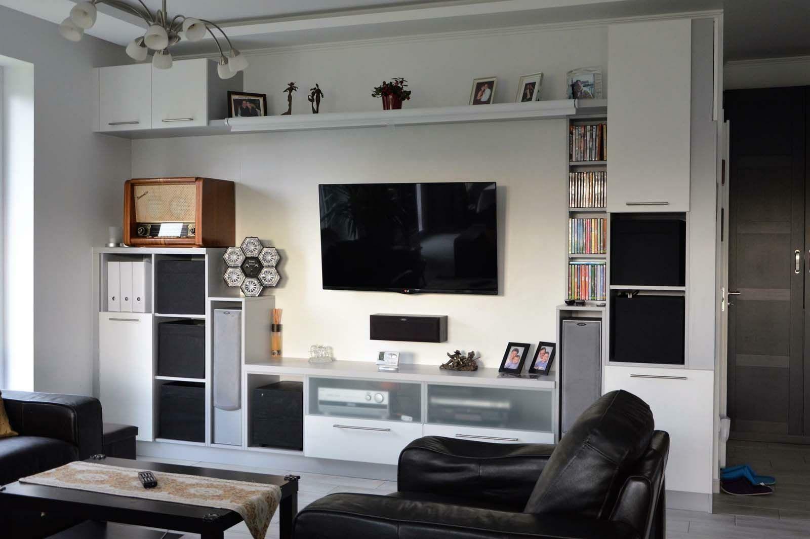 Egyedi nappali bútor készítés nyitott polcokkal, tv tartó konzollal, rejtett LED világítással egyedi tervek alapján