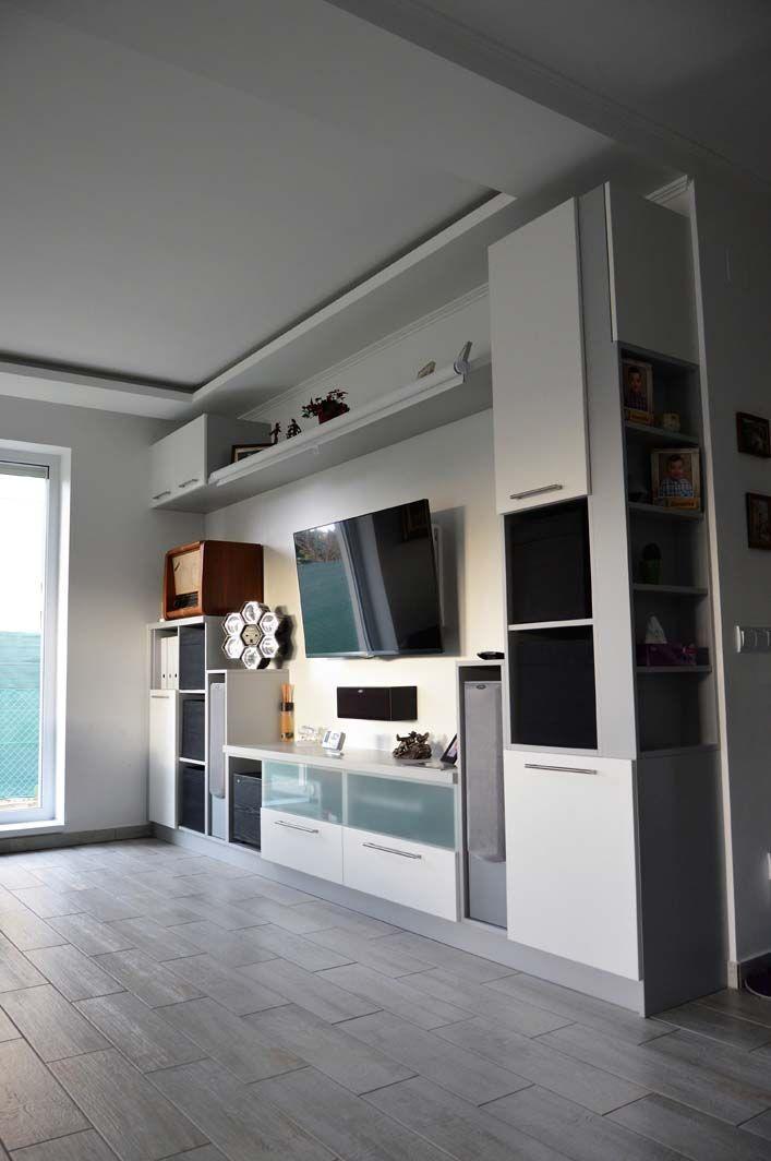 Egyedi nappali bútor készítés nyitott polcokkal, tv tartó konzollal