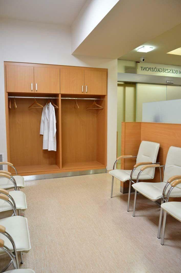 Egyedi várótermi beépített szekrény készítés