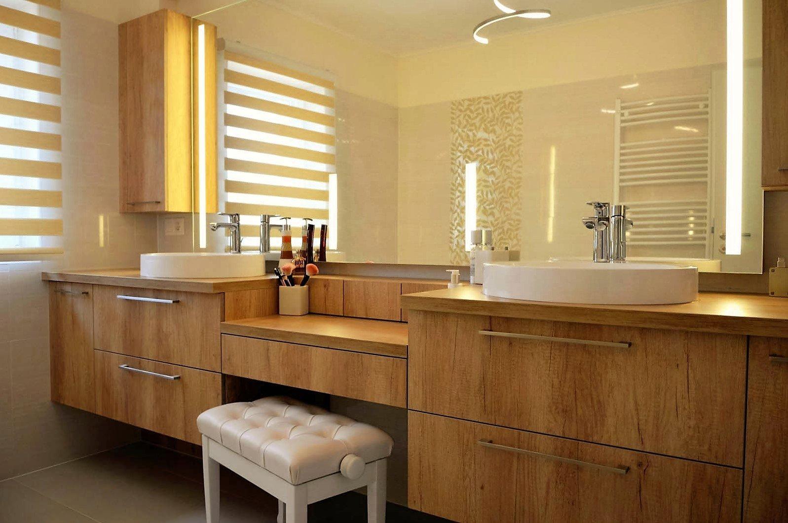 Fürdőszoba bútor készítés lebegő pulttal, LED világításos tükörrel